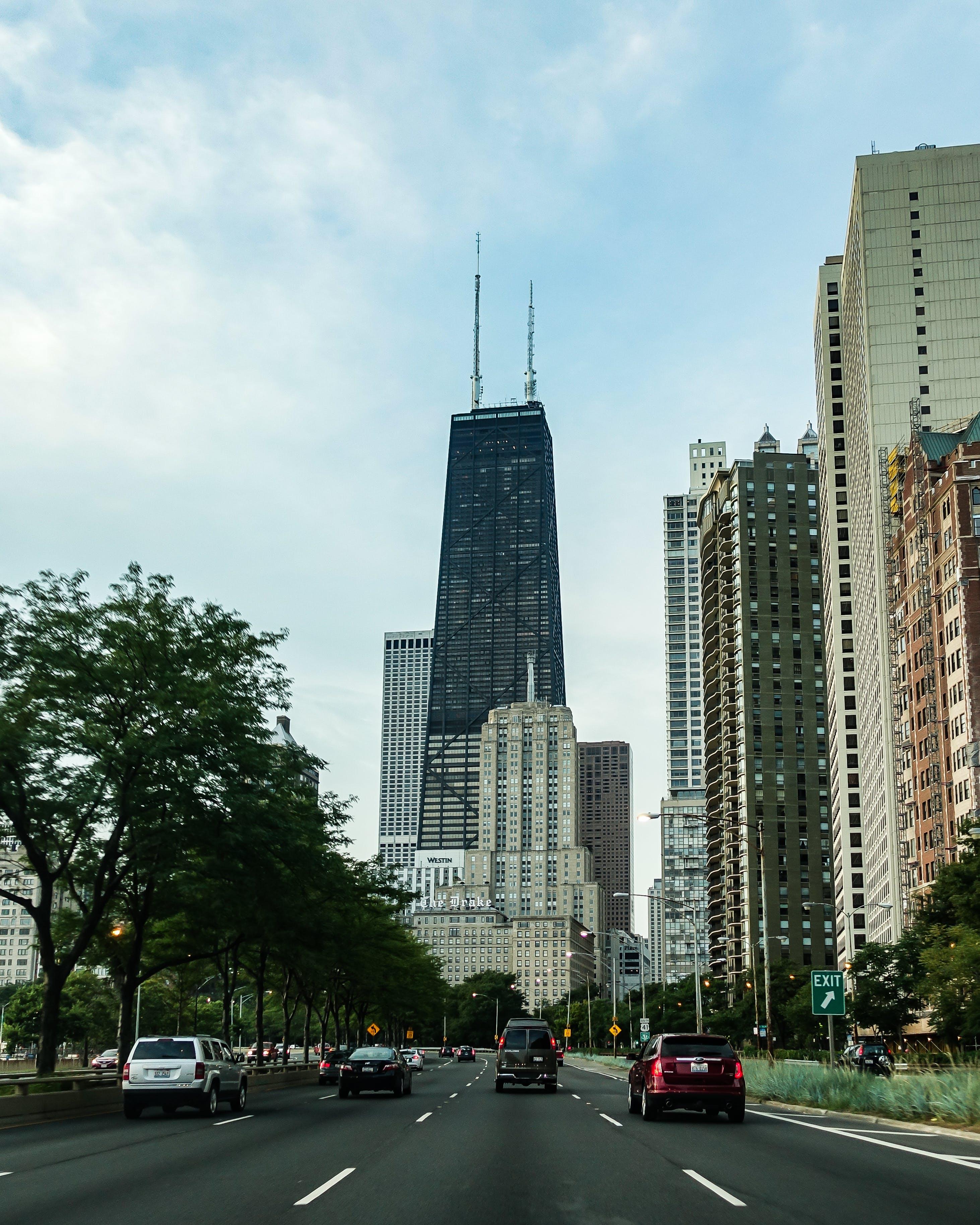 Δωρεάν στοκ φωτογραφιών με αρχιτεκτονική, αστικός, αυτοκίνητα, γραφεία