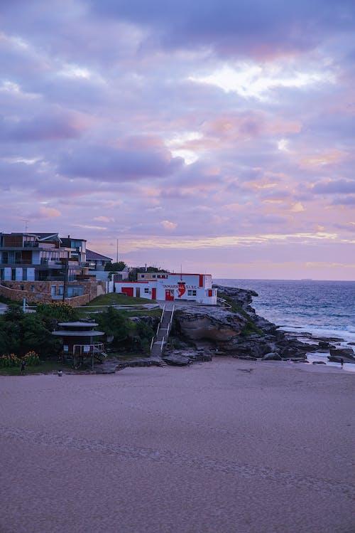 Бесплатное стоковое фото с архитектура, берег, берег моря, берег океана