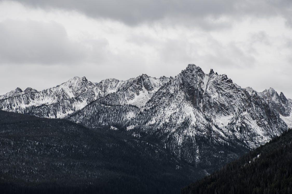 chmury, czarno-biały, góry