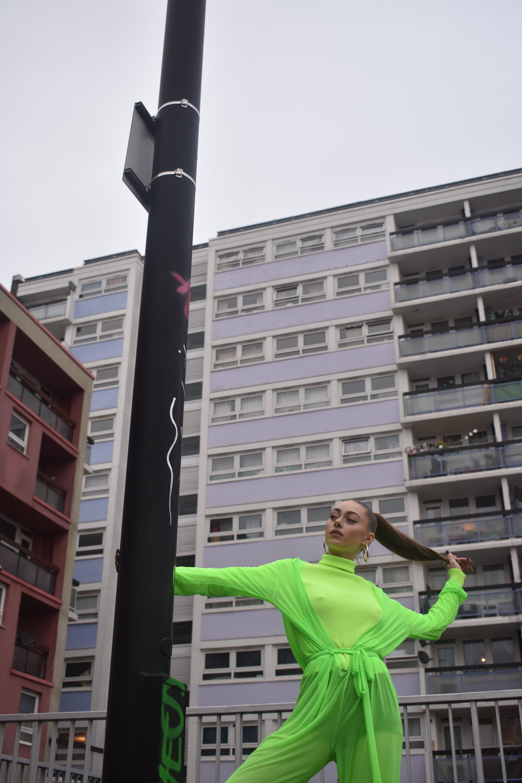 Foto d'estoc gratuïta de art de carrer, ballant, format mitjà, foto abstracta