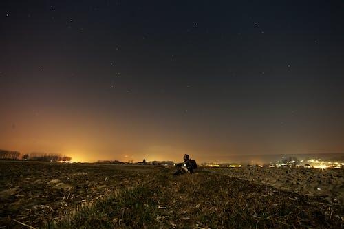Gratis lagerfoto af himmel, land, landet, mand