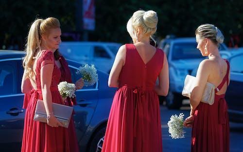 Gratis lagerfoto af biler, blomster, brudepiger, bryllup
