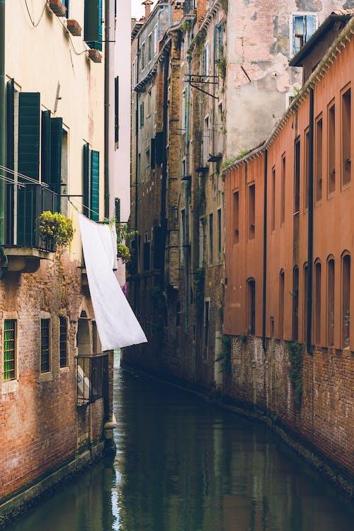 Kostnadsfri bild av arkitektur, Europa, fönster, gata