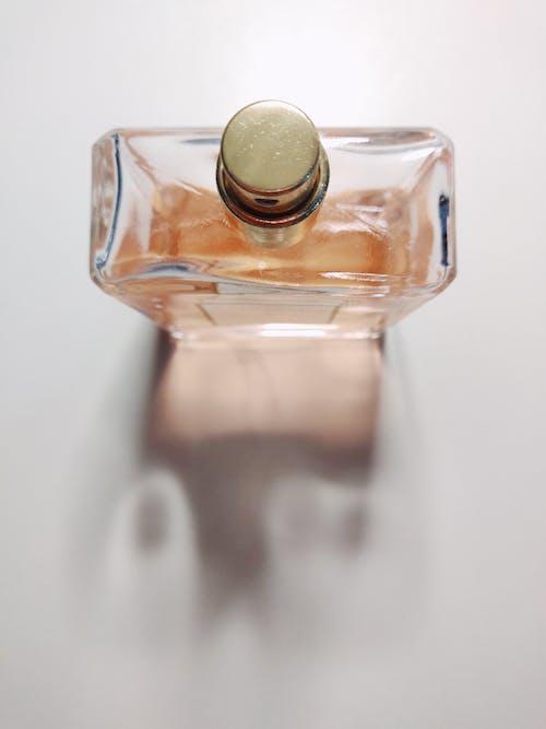 Foto stok gratis botol, botol parfum, keharuman, latar belakang putih