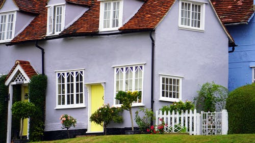 ahşap çit, aile, Bahçe, banliyö içeren Ücretsiz stok fotoğraf