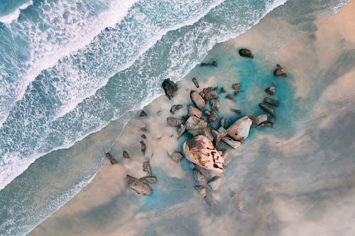 低潮, 俯視圖, 岩石, 岸邊 的 免費圖庫相片