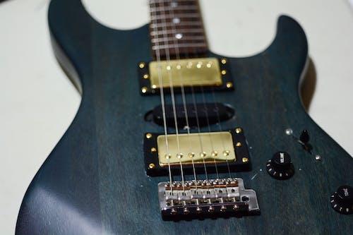 Photos gratuites de guitare bleue
