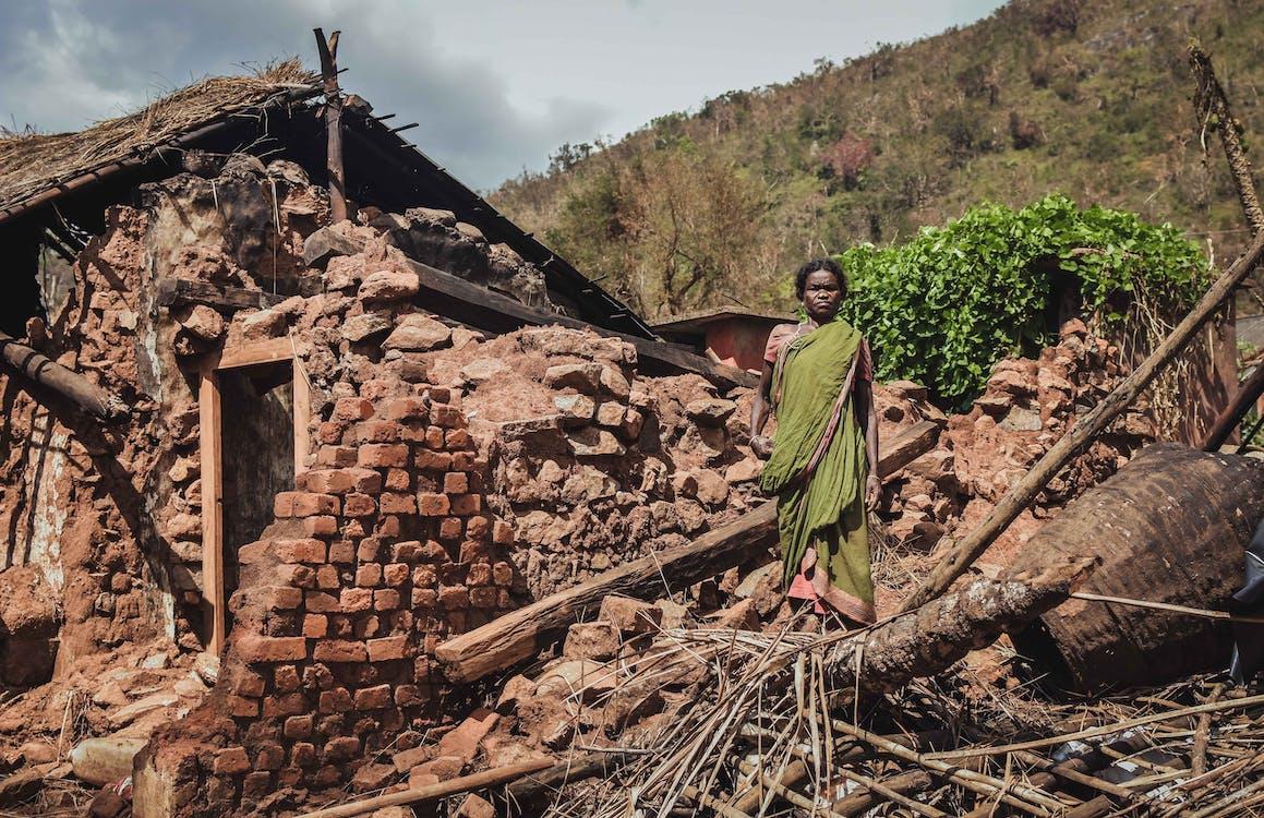 Gempa bumi merupakan salah satu bencana yang disebabkan oleh tenaga endogen