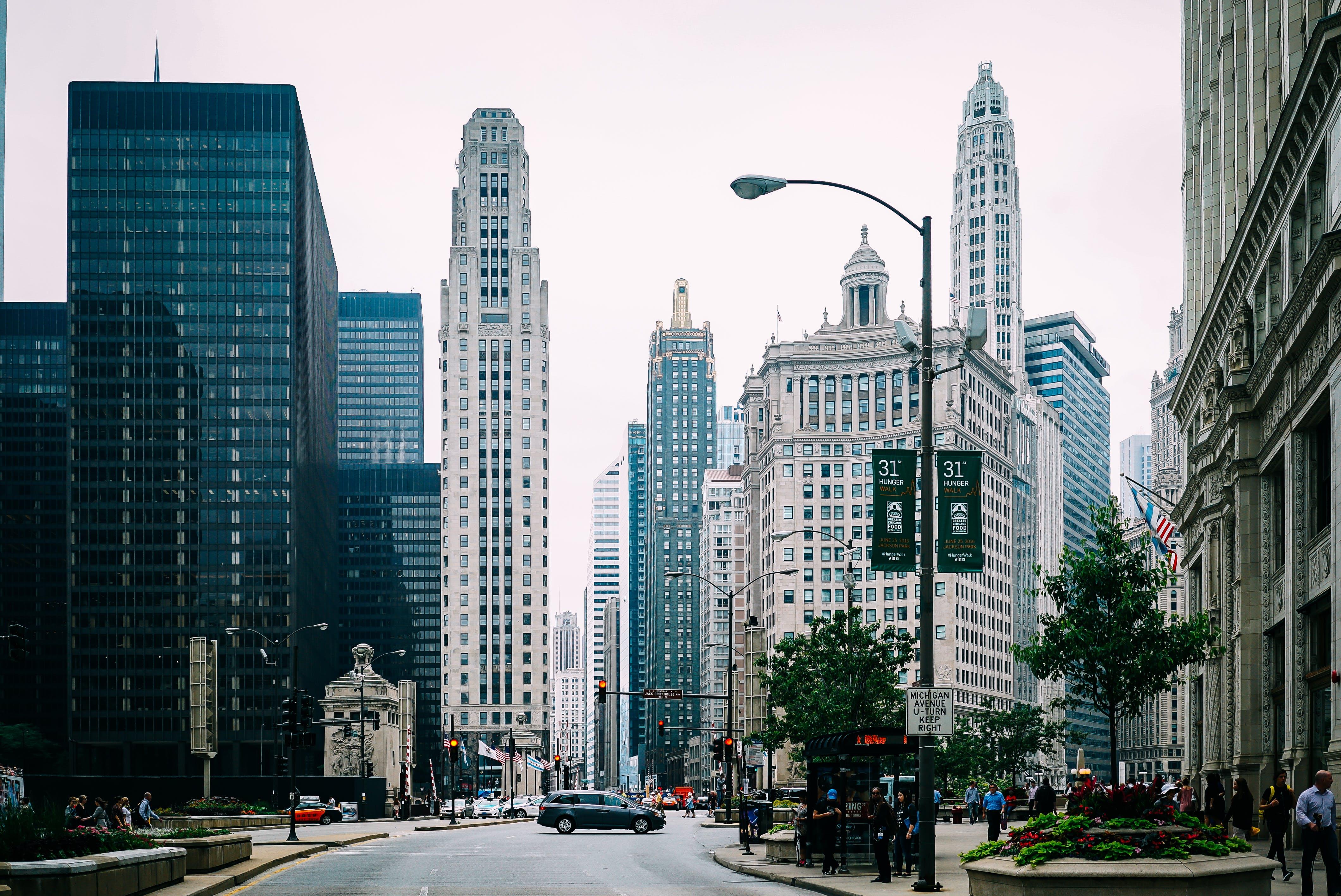 คลังภาพถ่ายฟรี ของ กลางวัน, การจราจร, การออกแบบสถาปัตยกรรม, ตัวเมือง