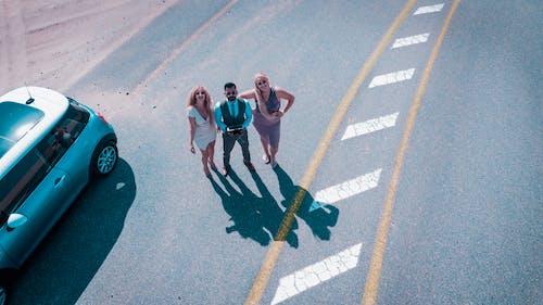 Immagine gratuita di abito, adulti, alla ricerca, asfalto