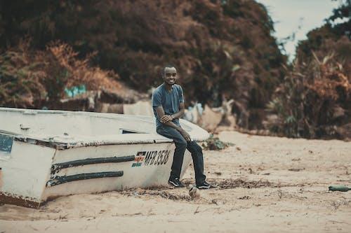 Δωρεάν στοκ φωτογραφιών με άμμος, άνδρας, άνθρωπος, βάρκα