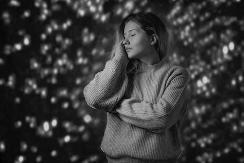Darmowe zdjęcie z galerii z bokeh, boże narodzenie, ciemny, czarno-biały