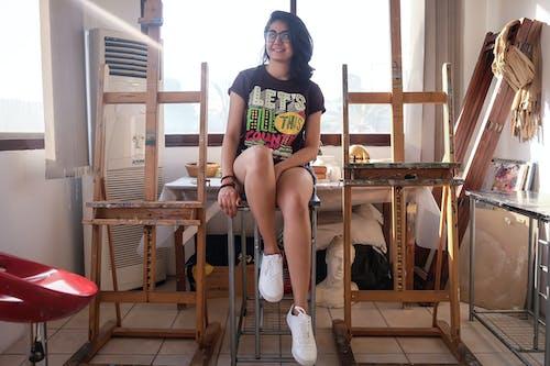 Foto d'estoc gratuïta de adolescent, asiàtica, assegut, bonic