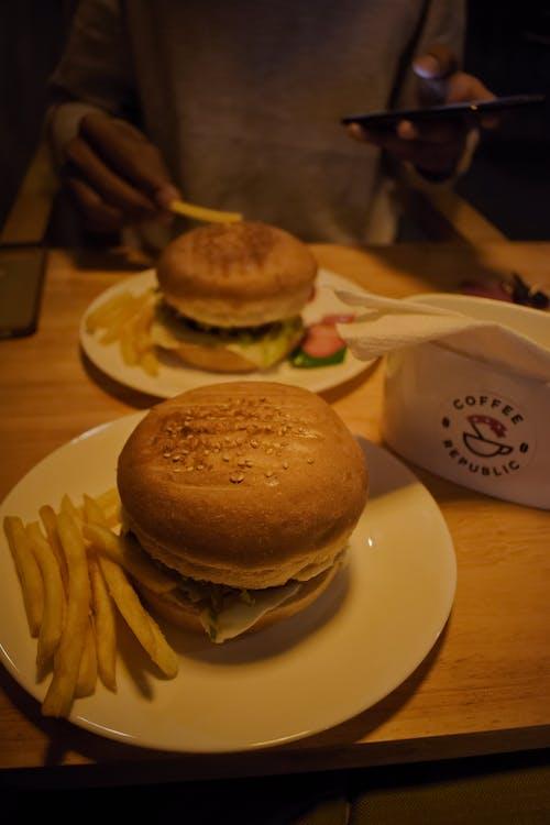 arshad, arshad sutar, burger keju