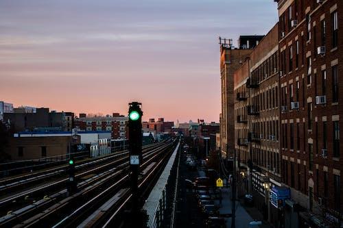 Foto d'estoc gratuïta de alba, arquitectura, ciutat, edificis