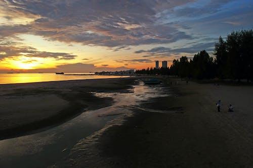 Foto d'estoc gratuïta de a la vora de l'oceà, aigua, alba, capvespre