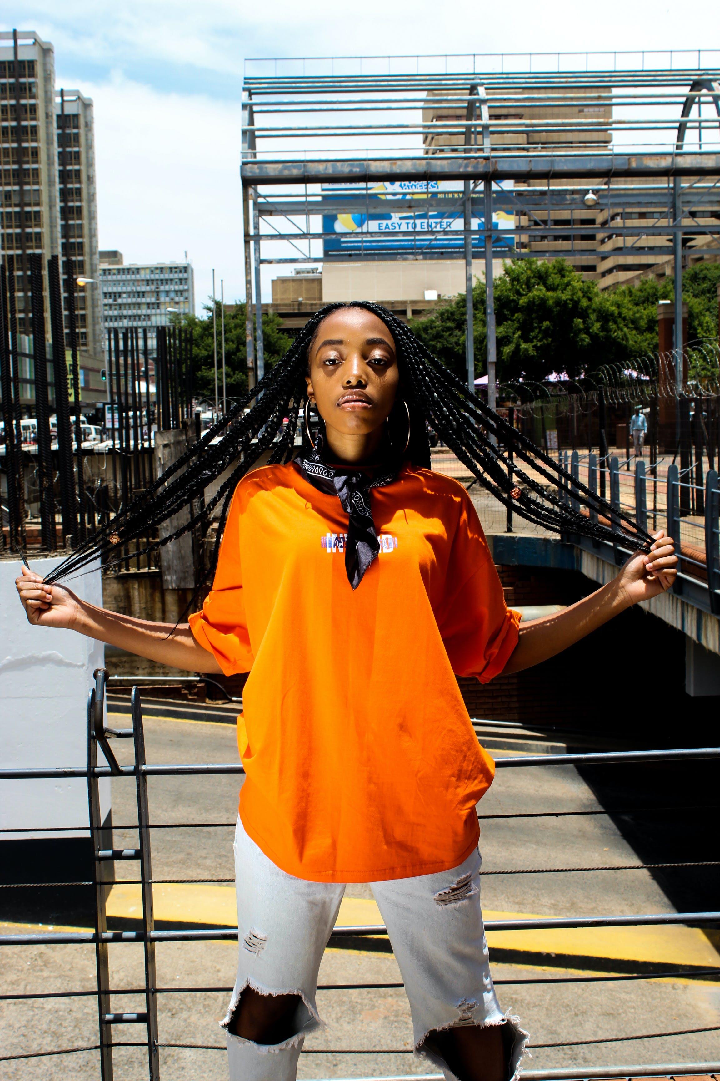 Photos gratuites de adulte, afro-américain, bandana, centre-ville