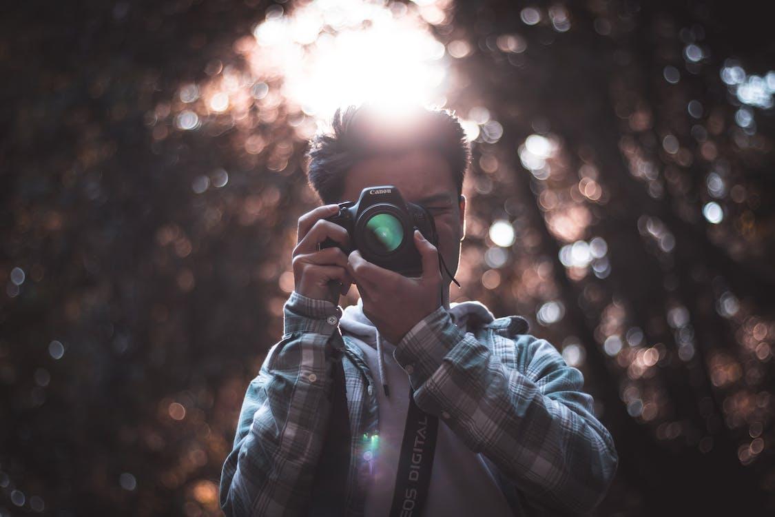 kamera, mand, sløret baggrund