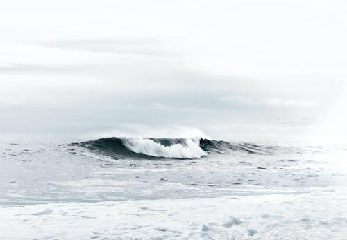 Darmowe zdjęcie z galerii z bryzgać, chmury, fala, horyzont