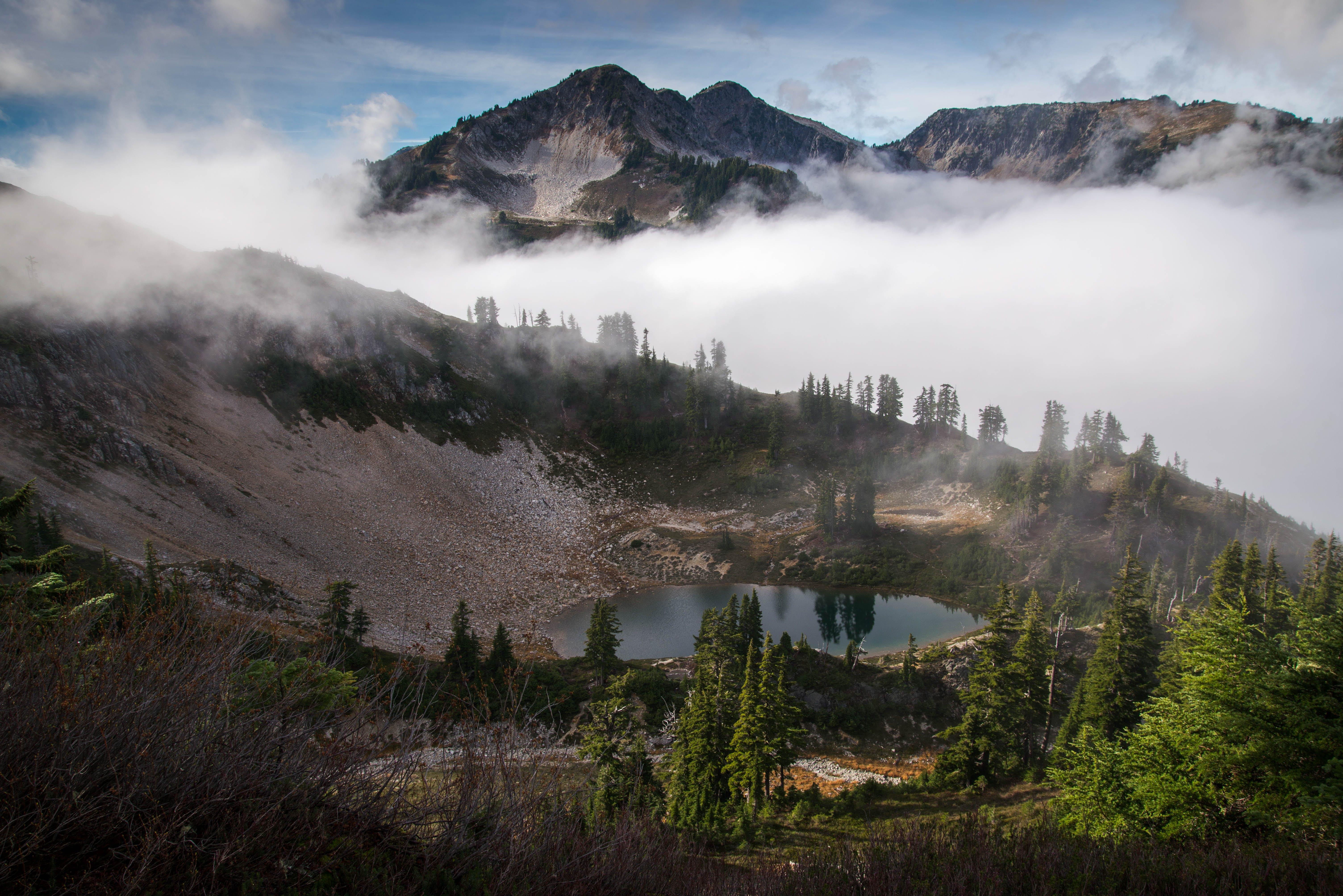 Fotobanka sbezplatnými fotkami na tému denné svetlo, hmla, hora, krajina