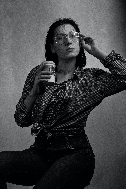 Gratis lagerfoto af ansigtsudtryk, briller, kaffe, kop