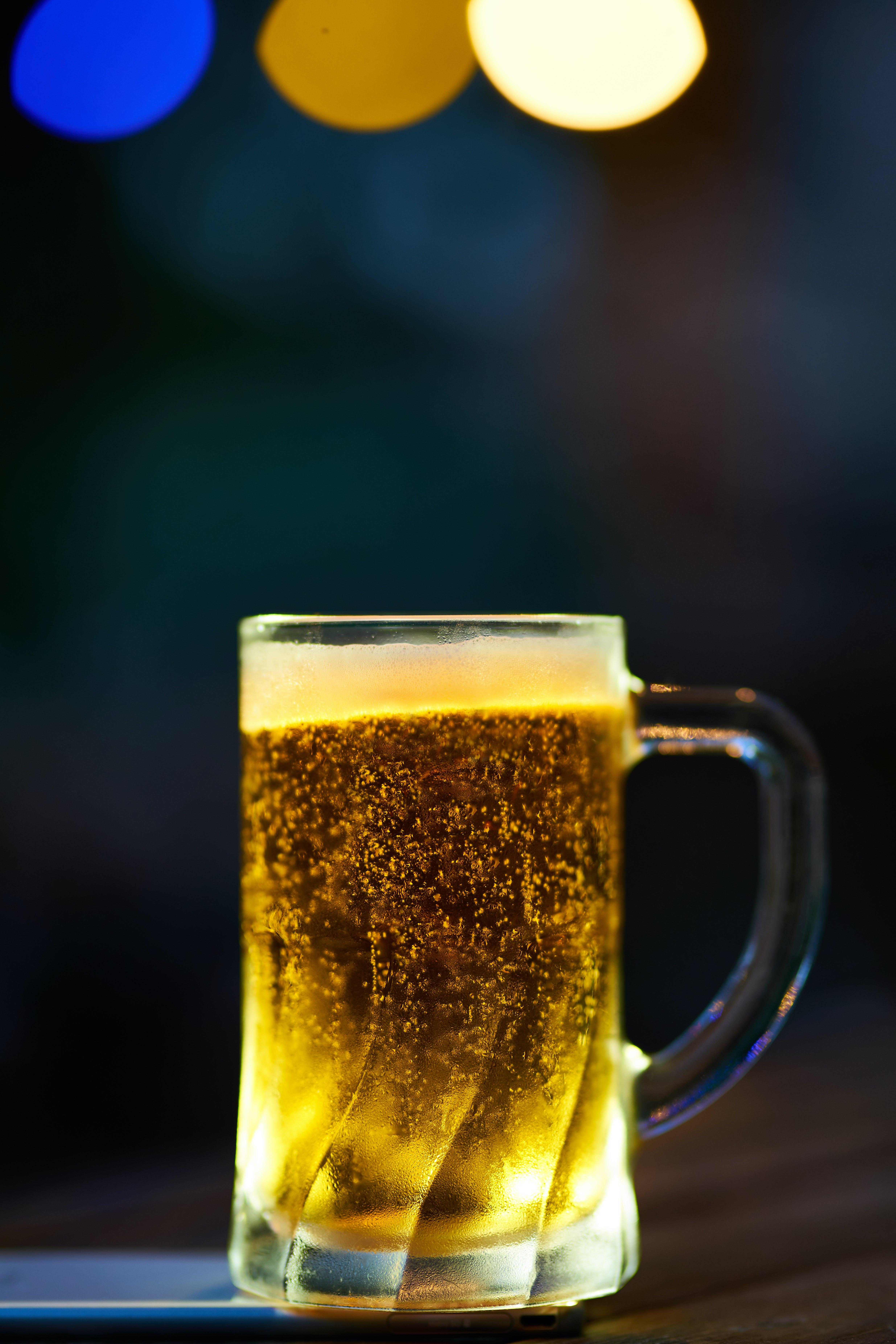 Ingyenes stockfotó alkohol, alkoholos ital, bögre, elmosódott háttér témában