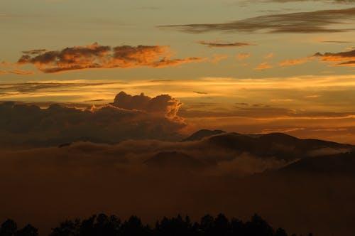 Gratis arkivbilde med fjell, gylden time, himmel, kveld