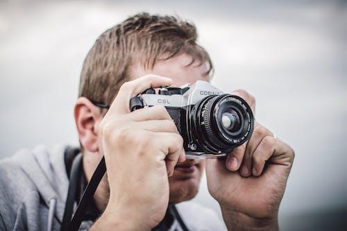 Fotobanka sbezplatnými fotkami na tému človek, Cosina, fotoaparát, fotograf
