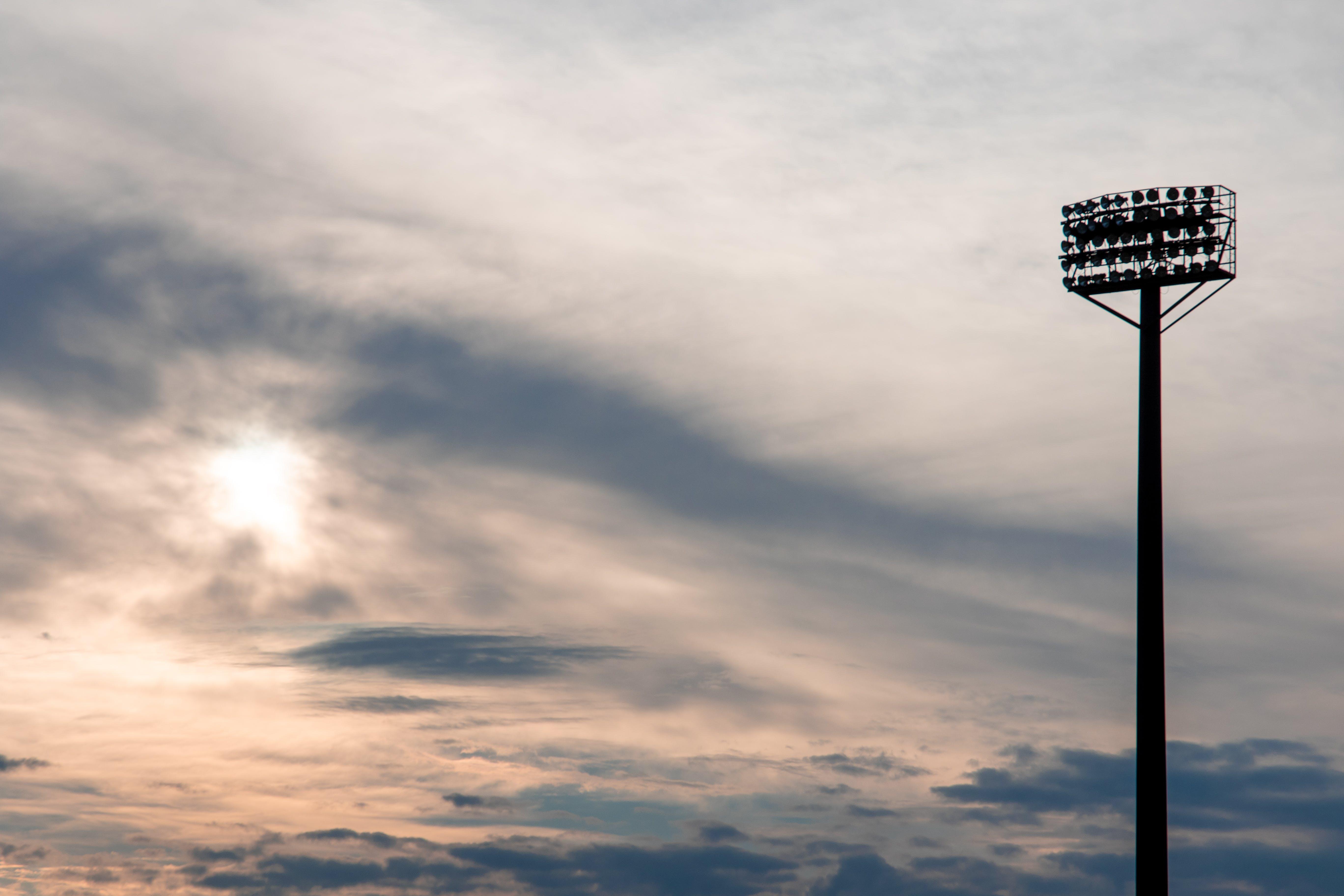 Kostenloses Stock Foto zu beleuchtung, blauer himmel, sonnenaufgang, sport