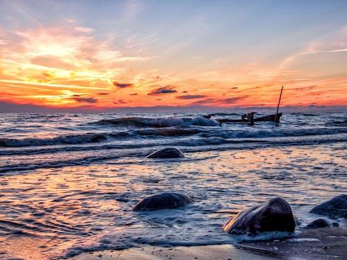 Бесплатное стоковое фото с берег моря, берег океана, вода, волны