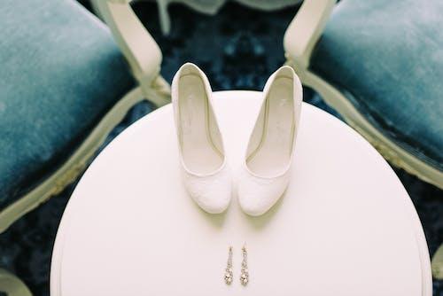 Gratis stockfoto met accessoires, bruid schoenen, hoge hakken, juwelen