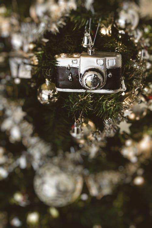 Foto d'estoc gratuïta de Adorns de Nadal, arbre, arbre de Nadal, boles de nadal