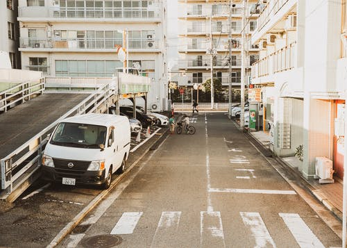 Fotobanka sbezplatnými fotkami na tému apartmány, architektúra, autá, bicykel