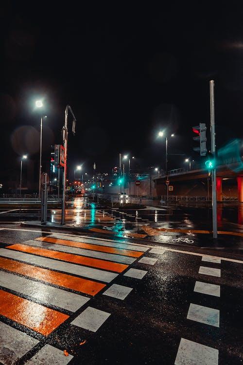 akşam, binalar, gece, gece fotoğrafçılığı içeren Ücretsiz stok fotoğraf