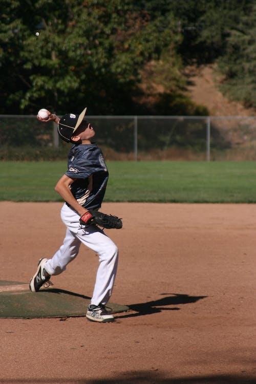 бейсбол, бейсбольная перчатка, действие