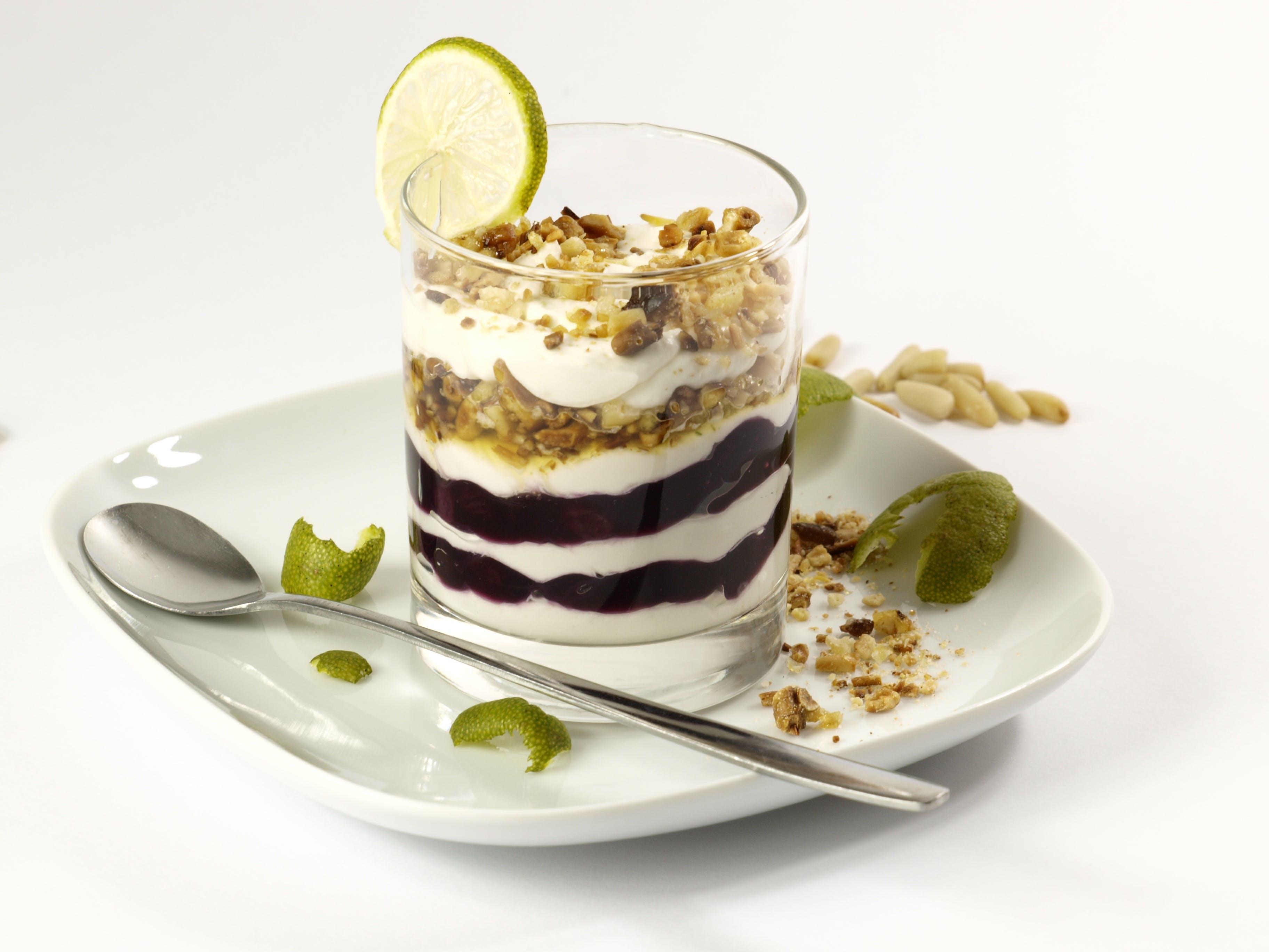 Darmowe zdjęcie z galerii z jedzenie, szklanka, słodycze, talerz