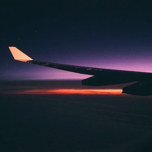 Kostenloses Stock Foto zu dämmerung, fahrzeug, fliegen, flug
