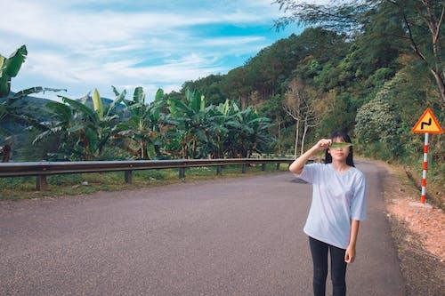 Безкоштовне стокове фото на тему «азіатська дівчина, азіатська людина, асфальт, вродлива»