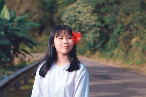 亞洲女孩, 咖啡色頭髮的女人, 女孩, 微笑 的 免费素材照片