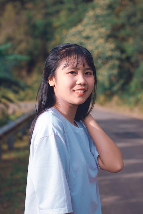 aantrekkelijk mooi, Aziatisch meisje, blurry achtergrond