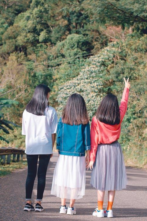 asiatiske jenter, dagslys, grønn