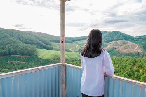 Δωρεάν στοκ φωτογραφιών με άνθρωπος, βουνά, γραφικός, γυναίκα
