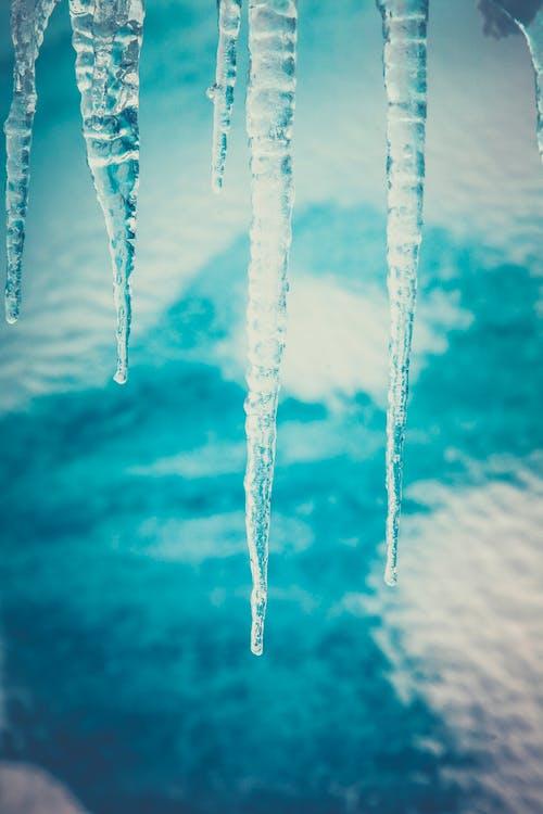 Kostenloses Stock Foto zu eiszapfen, gefroren, kalt, landschaft