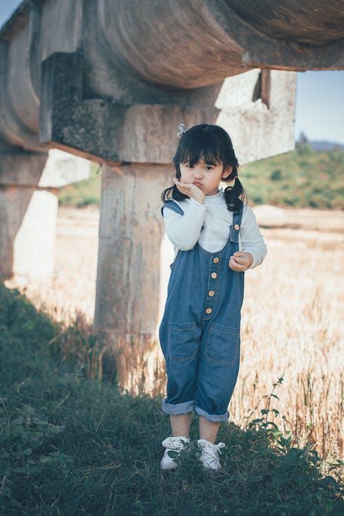 Photos gratuites de adorable, enfant, herbe, individu