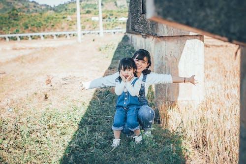 Kostenloses Stock Foto zu asiatisches kind, bezaubernd, elternteil, erholung