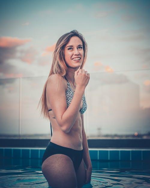 Základová fotografie zdarma na téma bazén, bikini, blond vlasy, dáma