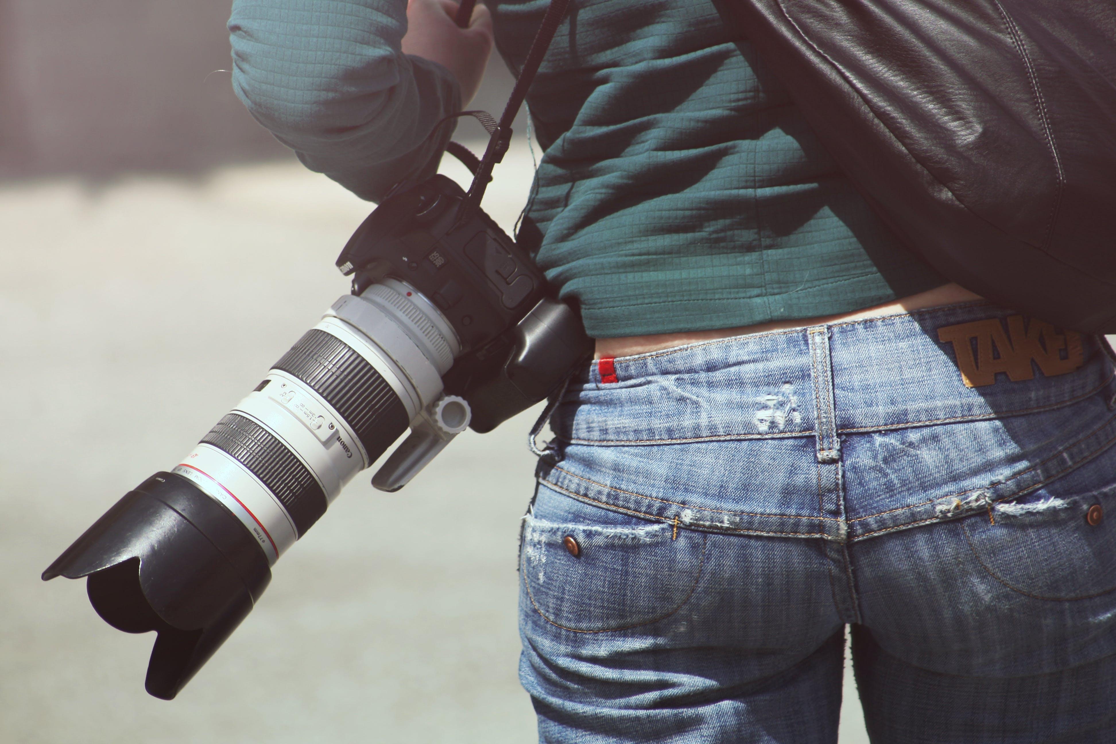 Fotobanka sbezplatnými fotkami na tému Canon, chrbát, človek, fotoaparát