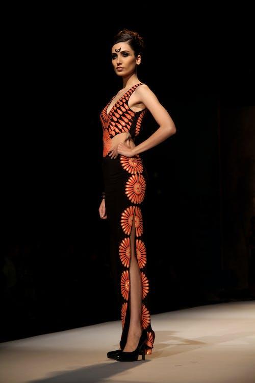 คลังภาพถ่ายฟรี ของ beauiful, canonindia, darkbackground, fashionmodelling