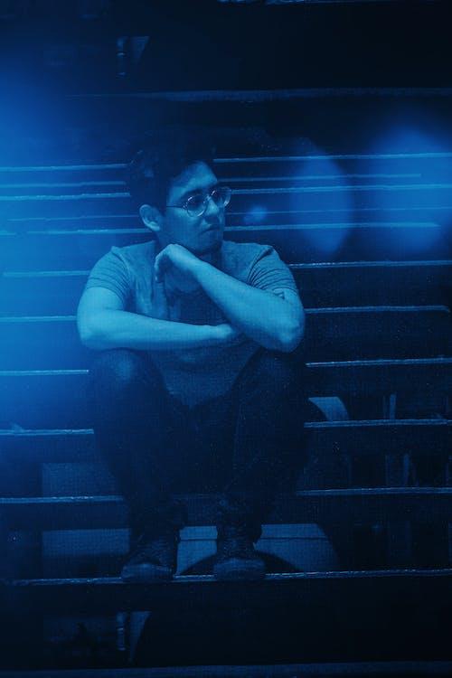 Foto profissional grátis de azul, garoto, homem