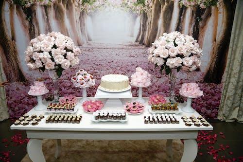 คลังภาพถ่ายฟรี ของ การจัดดอกไม้, ขนม, ขนมปิ้ง, ขนมหวาน